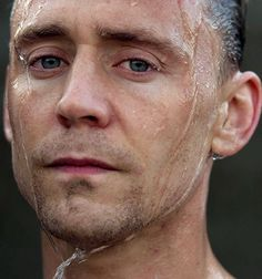 Tom Hiddleston in The Night Manager | Promotional Episode Photos | Episode 5. Full size image (UHQ): http://i.imgbox.com/g589gM8h.jpg Source: http://images.spoilertv.com/The%20Night%20Manager/Season%201/Promotional%20Episode%20Photos/Episode%205/page/2/