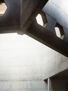 nickelsonwooster:    Beam.  remash:    clifton cathedral | detail ~ percy thomsas partnership | nick rochowski photograph