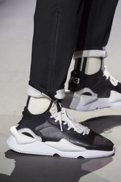 Y-3 Fall 2018 Men's Fashion Show Details. All the Fall 2018 Paris Menswear fashion shows in one place. Designer collections, PFWM, runway reviews, photos, videos, backstage, accessories, beauty, atmosphere, street style & more.