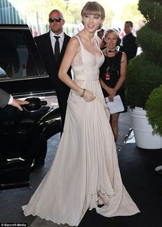 Taylor Swift #dress #redcarpet