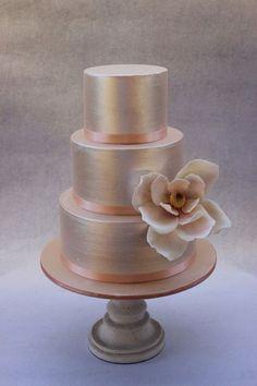 simpe gulten free metallic wedding cakes Naked Wedding Cake, Beautiful Wedding Cakes, Gorgeous Cakes, Pretty Cakes, Amazing Cakes, Metallic Cake, Metallic Wedding Cakes, Gold Wedding, Silver Cake