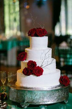 Ultimate Funny Wedding Cake Designs and Ideas - Wedding Cakes - - Happy Wedding - Doughnut Recipes Burgundy Wedding Cake, Wedding Cake Rustic, Unique Wedding Cakes, Beautiful Wedding Cakes, Wedding Cake Designs, Unique Weddings, Red Wedding Cakes, Winter Wedding Cakes, Winter Cakes