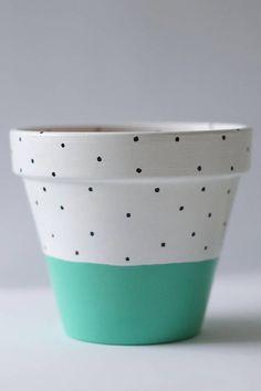 Painted Plant Pots, Terracotta Plant Pots, Painted Flower Pots, Painted Pebbles, House Plants Decor, Plant Decor, Pottery Painting Designs, Succulent Gardening, Plant Design