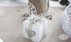 Bryllup favor æske med smuk hvid dekorations sommerfugl - rustik bryllup hessian beige hvid Favour box with white butterfly - vintage wedding decoration ideas - dreamshop2u.dk