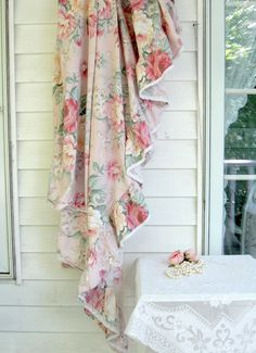 Bedding Sheet Frilled Sheet Roses Shabby Roses by mailordervintage