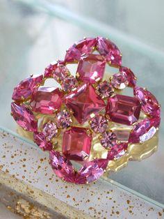 ピンクガラスのヴィンテージブローチ AUSTRIA(オーストリア)