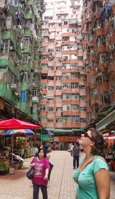 Quand on voyage seule, on prend le temps de regarder autour de soi, de lever les yeux, d'observer et de s'émerveiller du monde qui nous entoure. Hong-Kong.