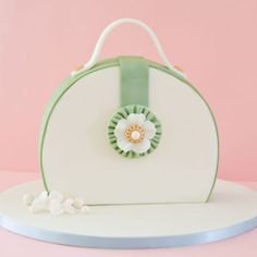 Tutorial: How to make a purse cake