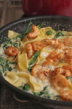 pasta with shrimps in cheese sauce - Owoce morza - Makaron Pork Recipes, Wine Recipes, Seafood Recipes, Pasta Recipes, Healthy Recipes, Kitchen Recipes, Cooking Recipes, Mediterranean Diet Recipes, Main Meals