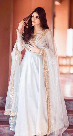 Pakistani Fancy Dresses, Beautiful Pakistani Dresses, Pakistani Fashion Party Wear, Wedding Dresses For Girls, Pakistani Dress Design, Pakistani Outfits, Indian Dresses, Indian Outfits, Fancy Dress Design