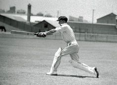 Don Bradman in classic pose. Viv Richards, Cricket Coaching, Tours Of England, Most Popular Games, Cricket Sport, Sports Celebrities, Star Wars, Modern Pictures, Sports Stars