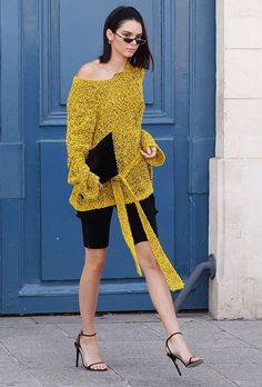 Kendall Jenner from 2017 Paris Haute Couture Fashion Week Mellow yellow was the theme of the reality star turned model's trendy look after a runway show. Fashion Models, Girl Fashion, Fashion Trends, Paris Fashion, Street Fashion, Flight Outfit, Dion Lee, Kendall Jenner Style, Haute Couture Fashion