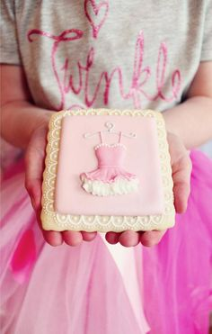 Gorgeous. - ballerina sugar cookies