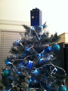 TARDIS Christmas...This year I have a Star Wars tree, next year I will do this!