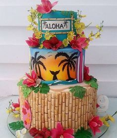 Festa Tropical e Festa Havaiana - Veja + de 110 Ideias Para Você Aloha Party, Hawaiian Party Cake, Hawaii Birthday Party, 15th Birthday Cakes, Luau Theme Party, Hawaiian Party Decorations, Hawaiian Birthday, Tiki Party, Birthday Parties