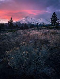 Mt. Shasta CA winter sunrise. [OC] [2048x 1152]