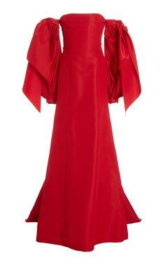 Detachable Puff Sleeve Silk Gown by Carolina Herrera Pretty Prom Dresses, Simple Dresses, Beautiful Dresses, Fashion Bella, Stylish Outfits, Fashion Outfits, Elegant Ball Gowns, Silk Gown, Gowns Of Elegance