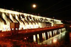 Iluminação noturna de Itaipu