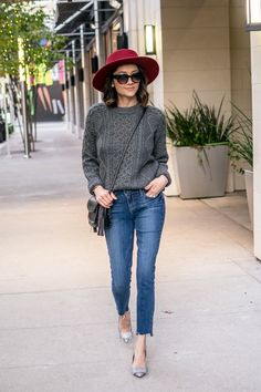 Casual chic fall look | Red hat & raw hem jeans