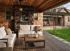 Holz draußen lagern - auf der Terrasse