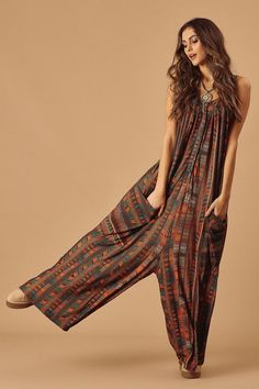 Boho style jumpsuit, bohemian fashion ideas, boho chic outfit Source by mookyboutique idea curvy Look Boho, Bohemian Style, Plus Size Bohemian, Modern Bohemian, Hippie Bohemian, Vintage Bohemian, Hippie Outfits, Chic Outfits, Boho Fashion Winter