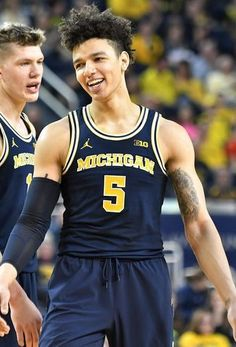 We are a sports and entertainment website that focuses on sports gambling and humor. Michigan Athletics, Michigan Wolverines, Basketball Teams, College Basketball, Ncaa Tournament, Milwaukee Bucks, Go Blue, March Madness, White Boys