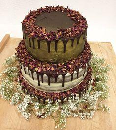 Throwback to making this three-tiered wedding cake in Germany. 🌾🌼 #vegan #vegansofinstagram #whatveganseat #bristolvegans #veganbristol #food #instafood #veganfoodshare #streetfood #foodvan #foodtruck #veganweddingcake #cake #instacake #vegancake