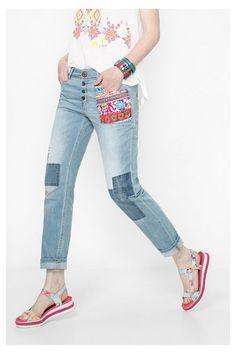 Jeans boyfriend con patchwork Desigual. ¡Descubre la colección  primavera-verano 2016! 2270d305cc6