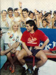 Welcome Diego and wife at Fútbol Club (training ground) 1992 Best Football Players, Football Is Life, Diego Armando, Football Images, Classic Image, Football Boots, Fifa World Cup, Embedded Image Permalink, Superstar