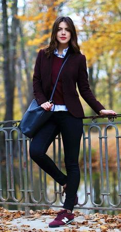 Outfits sneakers-cute look as an alternative to boots for a fall trip.