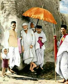 Sai Baba Pictures, God Pictures, Om Namah Shivaya, Indian Gods, Indian Art, Shirdi Sai Baba Wallpapers, Sai Baba Hd Wallpaper, Saints Of India, Sai Baba Quotes