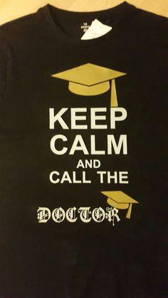 """Shirt für einen frischgebackenen Doktoranden beplottet. """"Keep calm and call the Doctor"""""""