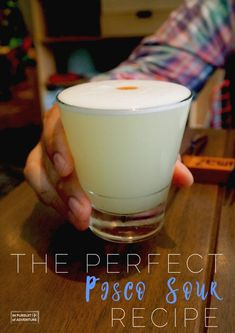 The Pisco Sour is the undeniable king of Peruvian cocktails and is perfect for sipping at home on a warm day. Find the perfect Pisco Sour recipe here! Pisco Sour, Cocktails, Cocktail Recipes, Raspberry Gin, Sour Foods, Watermelon Lemonade, Peruvian Recipes, Lokal, Gin And Tonic