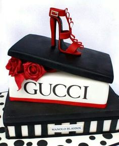 Tarta zapatos Gucci.  Color ideal para temática. Mi favorita!!