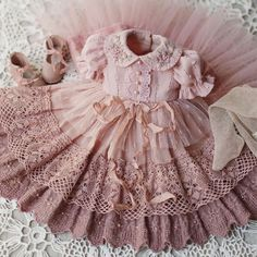 Sağlık Health in your hands 😍 _______________________________________… – bonecas - Baby Clothing Frocks For Girls, Little Dresses, Little Girl Dresses, Flower Girl Dresses, Vintage Baby Dresses, Cute Baby Dresses, Dresses Dresses, Baby Dress Patterns, Doll Clothes Patterns