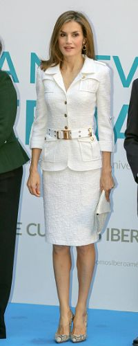 In October 2016 Doña Letizia finally wore the set on home soil at a seminar marking the 25th Anniversary of the Ibero-American Cooperation. 10 Oct 2016