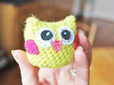 How to crochet this adorable tiny yellow owl!  Found via TipJunkie.com
