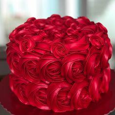 Pretty Cakes, Cute Cakes, Beautiful Cakes, Amazing Cakes, Birthday Cake For Women Elegant, Birthday Cakes For Women, Easy Cake Decorating, Cake Decorating Techniques, Red Birthday Cakes