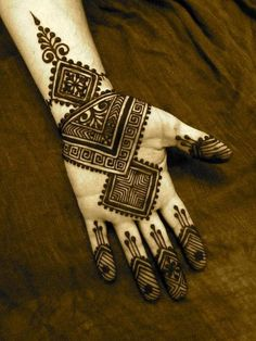 Henna gives women the beauty and taste the art of specular