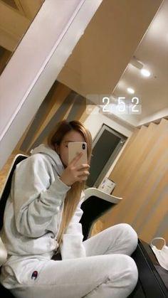 Queen of mirror selfie