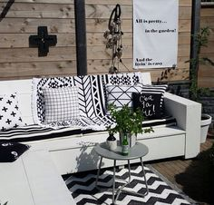 And the livin' is easy! Happy with our outdoor lounge area - just waiting for the custom pillows to arrive for some comfy lounging ♡ Summer House Garden, Home And Garden, Diy Patio, Backyard Patio, Outdoor Lounge, Outdoor Living, Black And White Cushions, Exterior Tiles, Small Outdoor Spaces