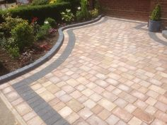Most Popular Modern Driveway Paving Ideas and Layouts Front Garden Ideas Driveway, Modern Driveway, Driveway Design, Driveway Landscaping, Outdoor Landscaping, Landscaping Ideas, Outdoor Pavers, Landscaping Software, Block Paving Driveway