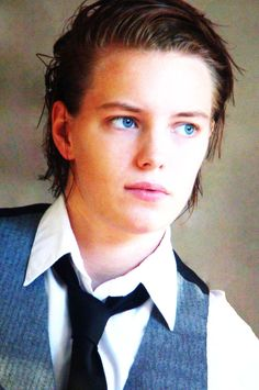 at DuckDuckGo Androgynous Women, Androgynous Fashion, Tomboy Fashion, Most Beautiful Eyes, Young And Beautiful, Erika Linder, Below Her Mouth, Kristen Stewart Hair, Boyish Girl