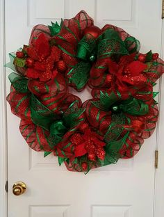 Christmas Holiday deco mesh wreath in red and green. Three poinsettias, a few green balls and some ribbon and you're done. by marlas Christmas Mesh Wreaths, Christmas Ribbon, Deco Mesh Wreaths, Diy Christmas Gifts, Handmade Christmas, Christmas Holiday, Burlap Wreaths, Snowman Wreath, Diy Snowman