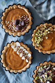 Vegan marzipan-apricot easter cakes / tartlets (gluten-free)