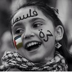 تسلملي هالضحگهـ الحلوهـ يا بنت فلسطين ، فلسطين دااااائما حره✌️