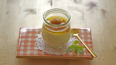 Joghurtmousse-Torte mit Walliser Aprikosen im Glas.