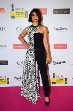 Radhika Apte at Grazia young fashion awards red carpet in Leela Hotel on April 2015 / Radhika Apte - Bollywood Photos 60 Fashion, Young Fashion, Fashion Dresses, Indian Designer Outfits, Designer Dresses, Award Show Dresses, Designer Sarees Wedding, Stitching Dresses, Royal Dresses