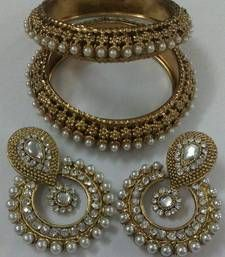 Black friday deals and offers mirraw Buy Designer Earings with Traditional Kadas bangles-and-bracelet online Antique Jewellery Online, Indian Jewellery Online, Indian Jewelry, Fashion Earrings, Fashion Jewelry, Clean Gold Jewelry, Bridal Bangles, Handmade Jewelry Designs, Jewellery Designs