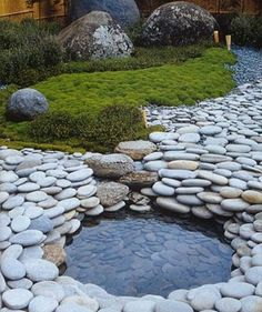 Japanese garden with water feature, pond, zen garden, stone in the landscape, and rock garden. Small Space Gardening, Garden Spaces, Garden Plants, Balcony Gardening, Garden Water, Back Gardens, Outdoor Gardens, Zen Gardens, Water Gardens